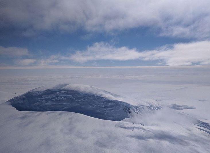 Peisaj magnific, surprins de NASA: Muntele Nickens din Antarctica