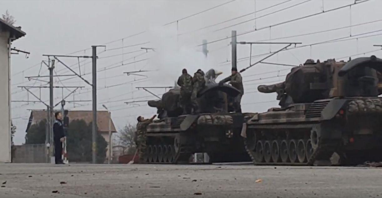 IMAGINI ȘOCANTE: momentul în care militarul s-a electrocutat în Alba Iulia, pe tanc. VIDEO