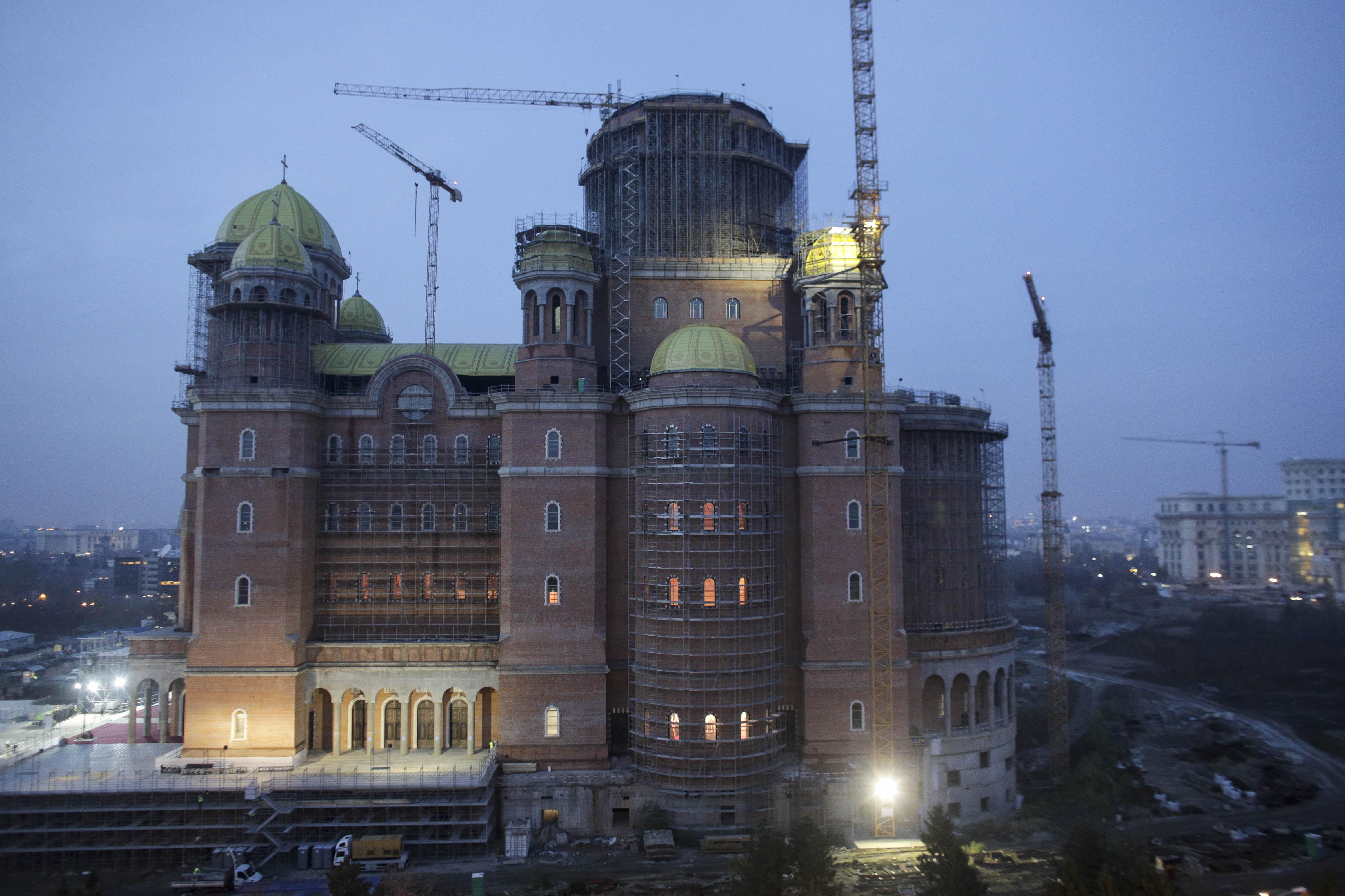 Nicușor Dan a anunțat că Primăria nu va aloca bani în 2021 pentru Catedrala Neamului