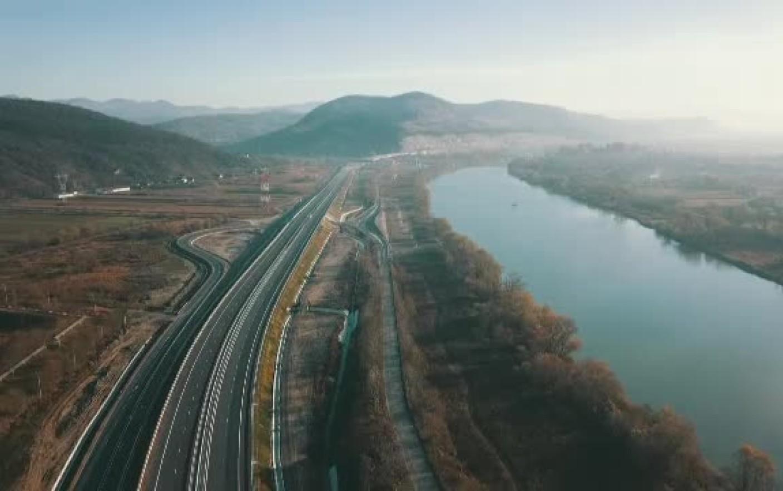 EUROPA, AŞTEAPTĂ-NE: VENIM PE JOS! 6 ani pentru 9 km de autostradă, radiografia drumurilor noastre în an centenar