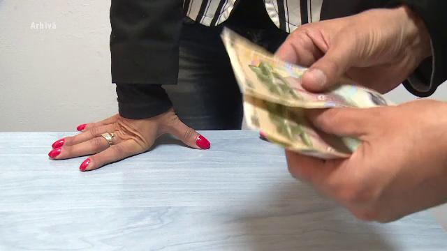 """Tinere păcălite să devină prostituate, prin metoda """"Loverboy"""". Primeau cadouri, să capete încredere în ei"""
