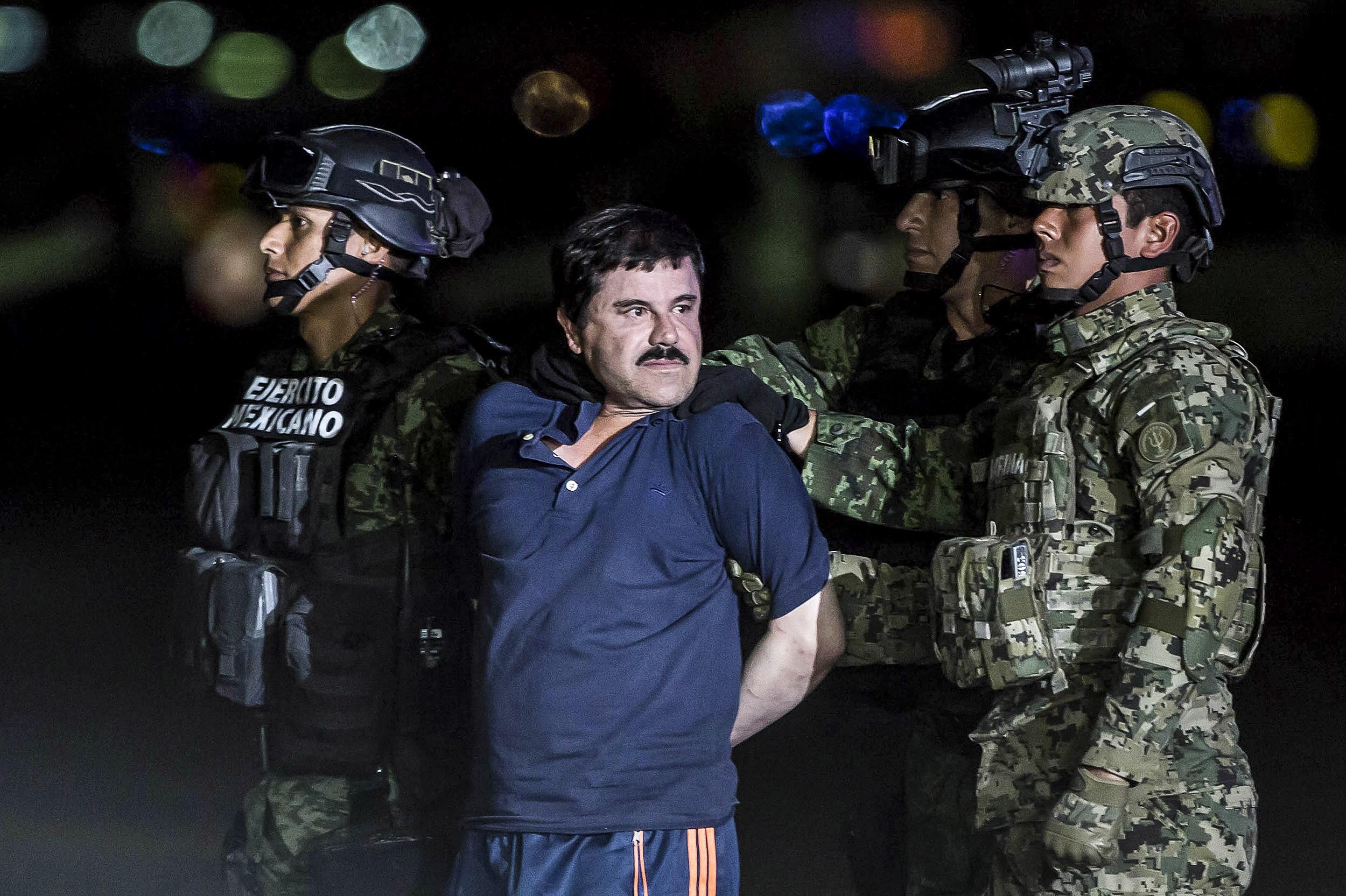 """Actorul care îl joacă pe El Chapo în """"Narcos"""" a venit la procesul traficantului. VIDEO"""