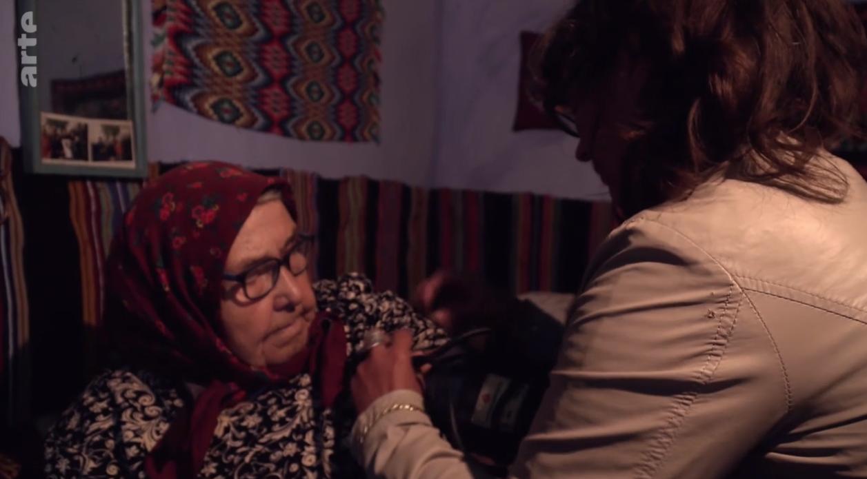 """Reportaj emoționant la televiziunea Arte despre o asistentă medicală care """"salvează vieți în România"""". VIDEO"""