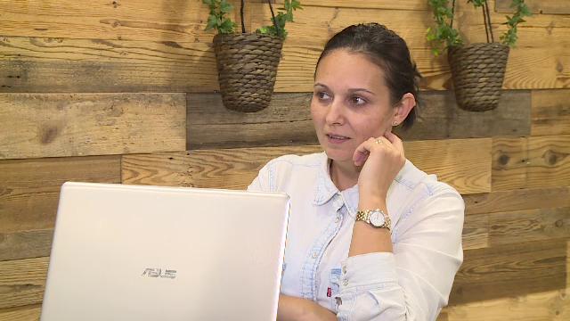 Femeia care vrea să devină programator, deși a lucrat ani buni în administrația publică