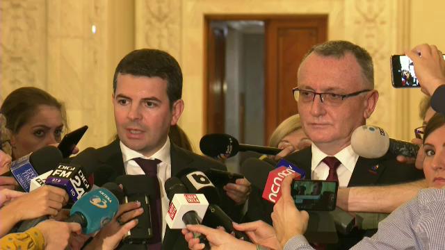 Foști miniștri în guvernele PSD-ALDE candidează acum pentru un loc în Parlament sub sigla PNL