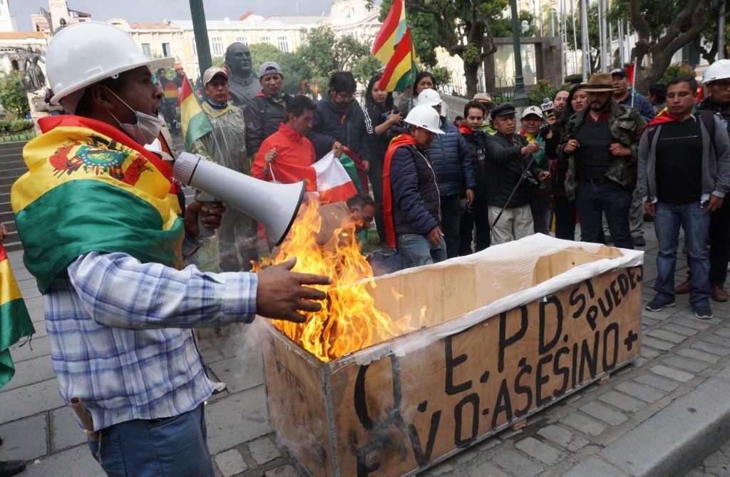 Jafuri şi atacuri în mai multe oraşe din Bolivia, după