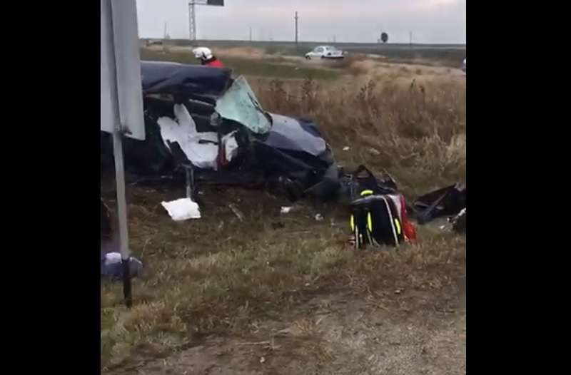 Impact violent în Dolj. Doi soți au murit pe loc, după ce au intrat cu mașina într-un TIR