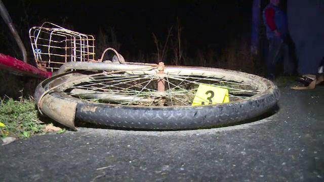 Biciclist lovit din plin de o mașină, în Dâmbovița. Bărbatul nu a putut fi salvat