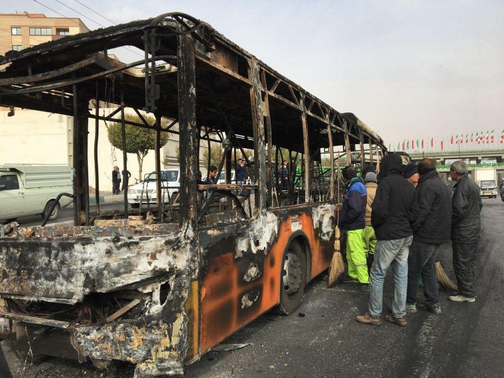 Guvernul de la Teheran amenință cu o intervenție în forță împotriva protestatarilor