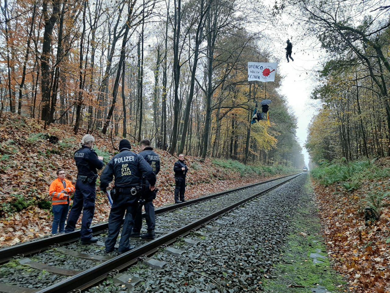Trenul radioactiv care traversează Europa. În ce ţară ar putea duce tone de uraniu care emite radiaţii mortale