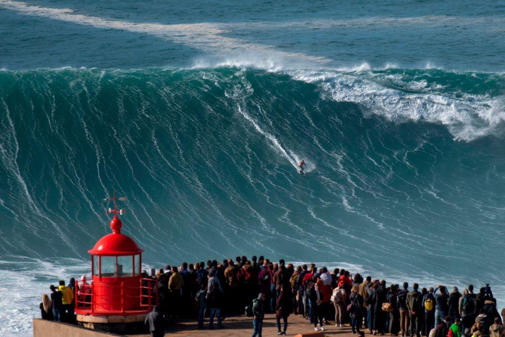 Momentul în care un surfer celebru