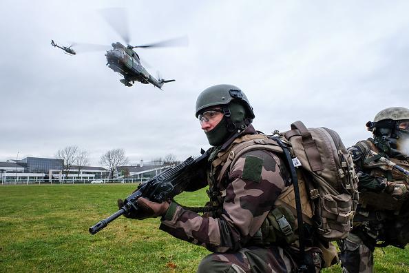 Militari francezi, morți după ce elicopterul în care se aflau s-a prăbușit în Mali. VIDEO