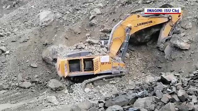 Șoferul unui excavator, mort după ce un mal de pământ s-a prăbușit peste utilaj, în Cluj