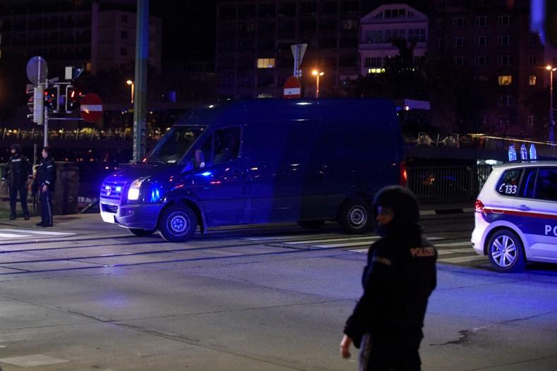 Doi tineri reținuți în Elveția, pentru presupuse legături cu teroristul de la Viena