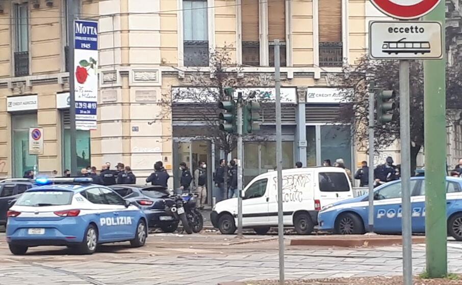 Jaf la o bancă din Milano. Hoții au intrat și au evadat cu prada prin canalizare