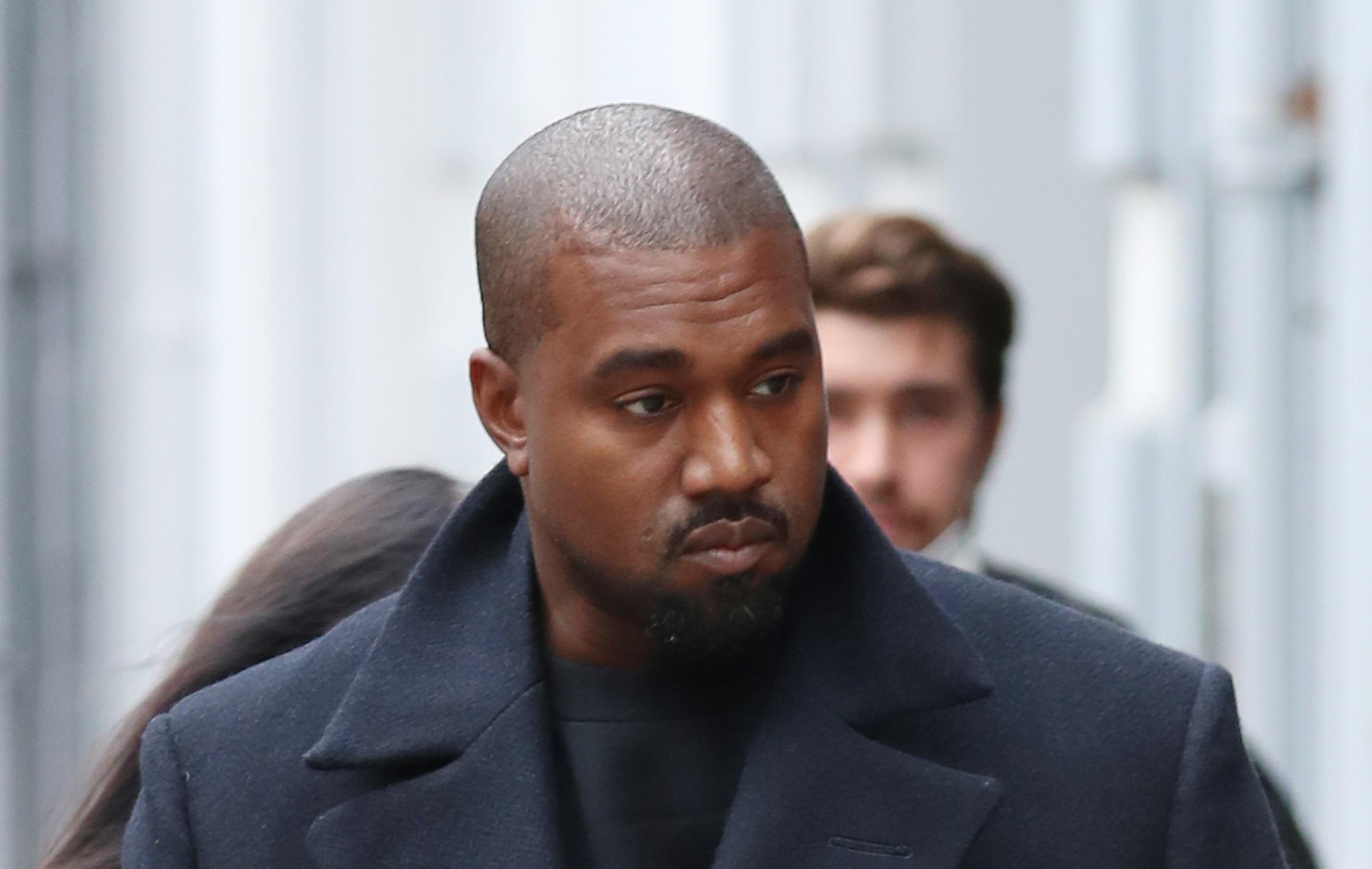 Kanye West a depus actele oficiale prin care doreşte să îşi schimbe numele