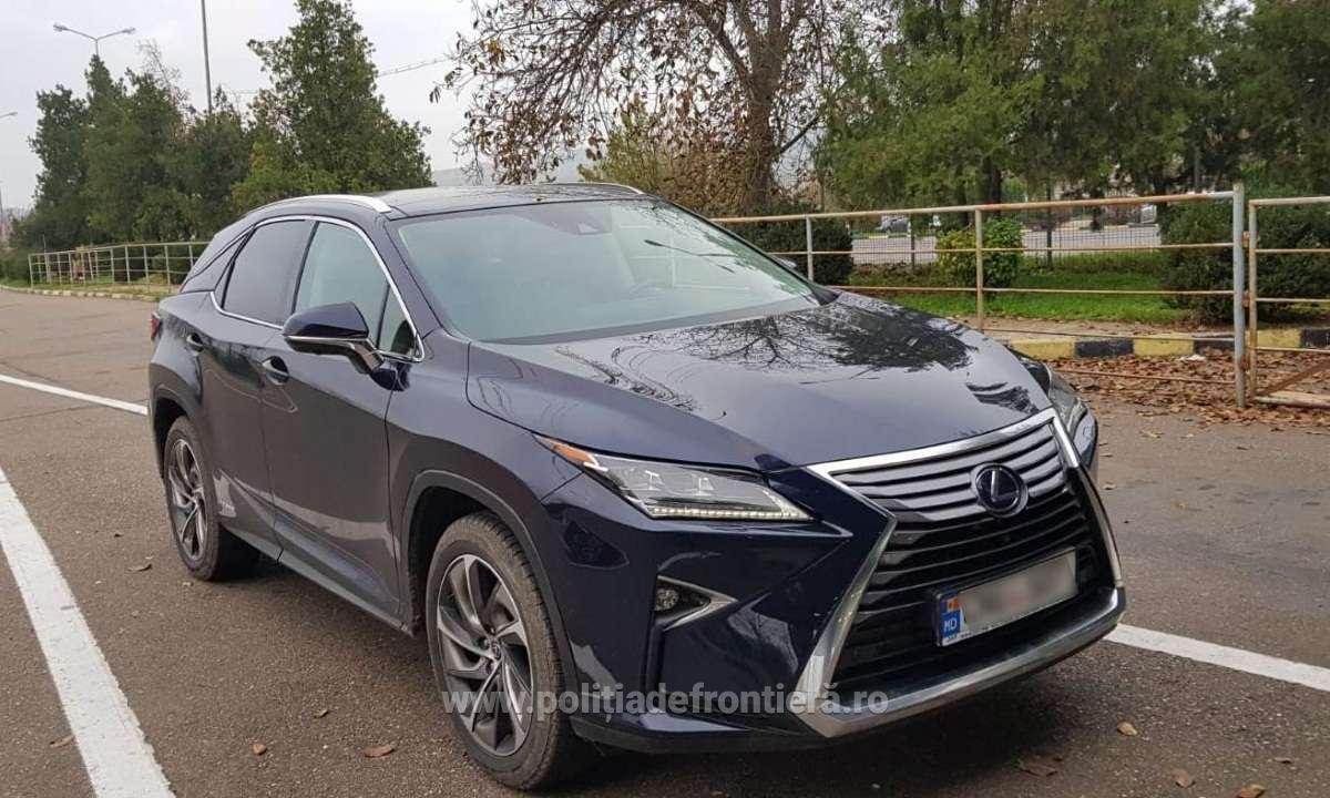 Un român a vrut să intre în țară la volanul unui Lexus, dar a rămas fără el