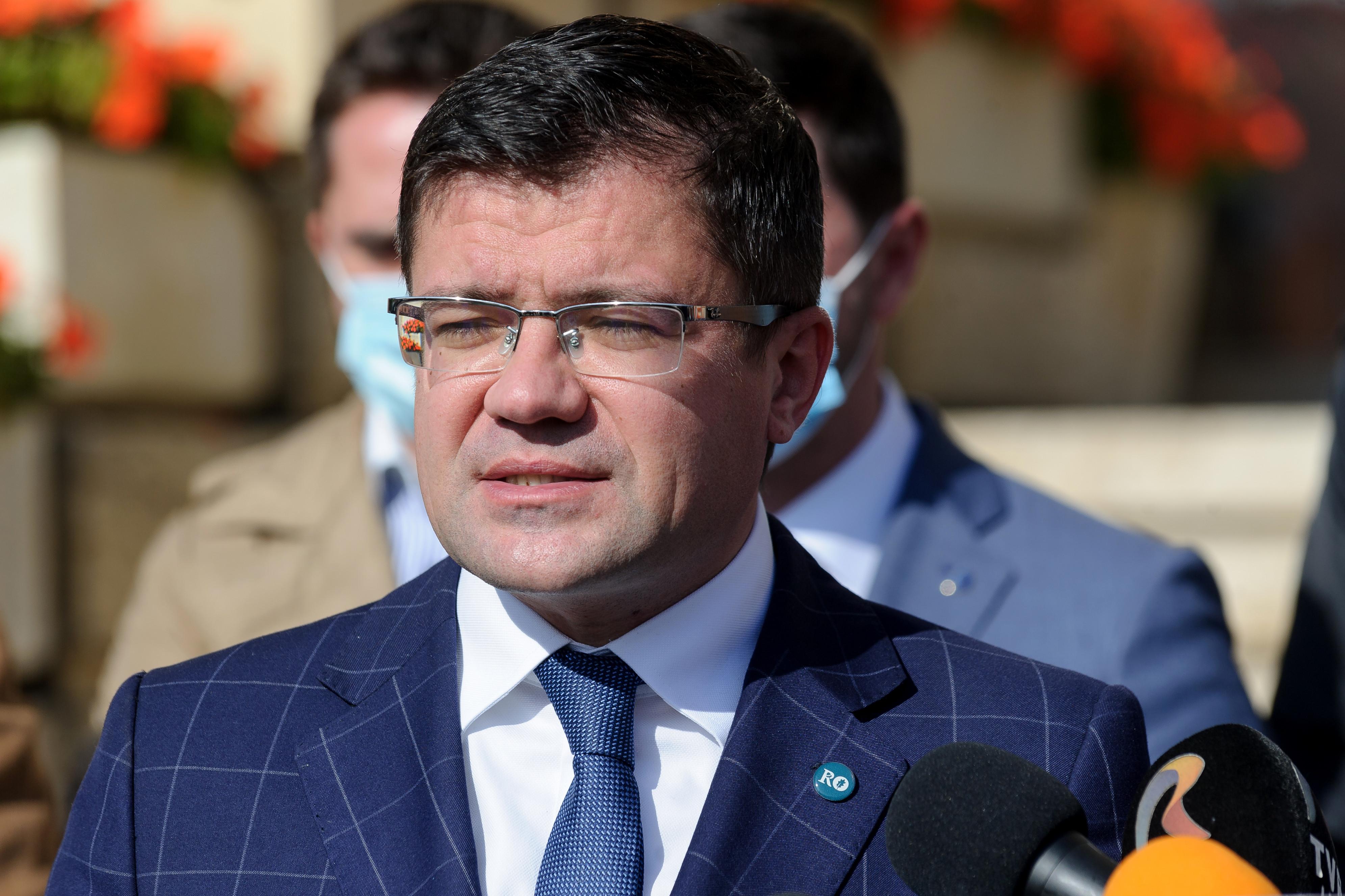 Costel Alexe a demisionat din Guvern. LIVE, 15.30: Învestirea noului ministru al Mediului