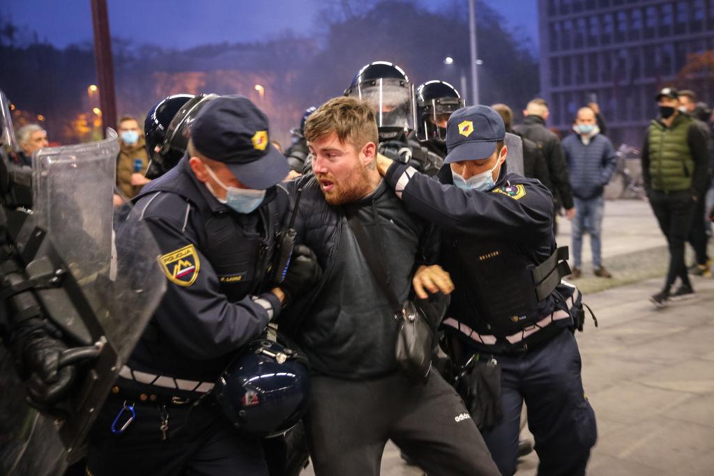 VIDEO. Manifestaţii violente în Slovenia, împotriva măsurilor anti-coronavirus