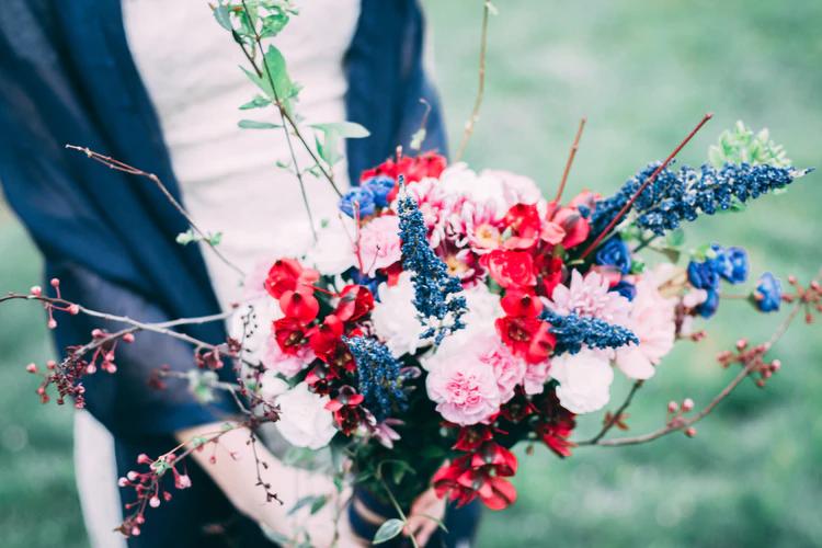 (P) Ce preferi dintre buchete de flori și flori în cutii? Noi îți propunem să le alegi pe ambele!