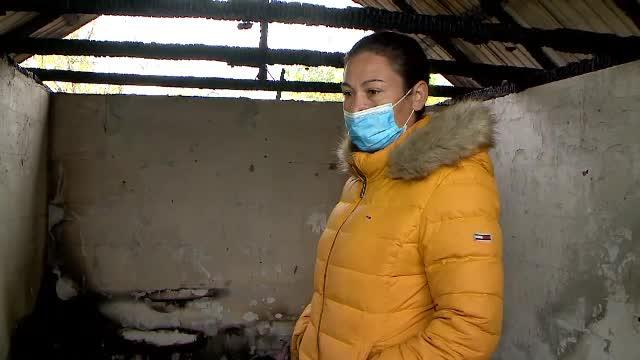 """Casa unei mame cu 4 copii din Iași, incendiată de partenerul femeii. """"Banii munciţi s-au dus într-o oră"""""""