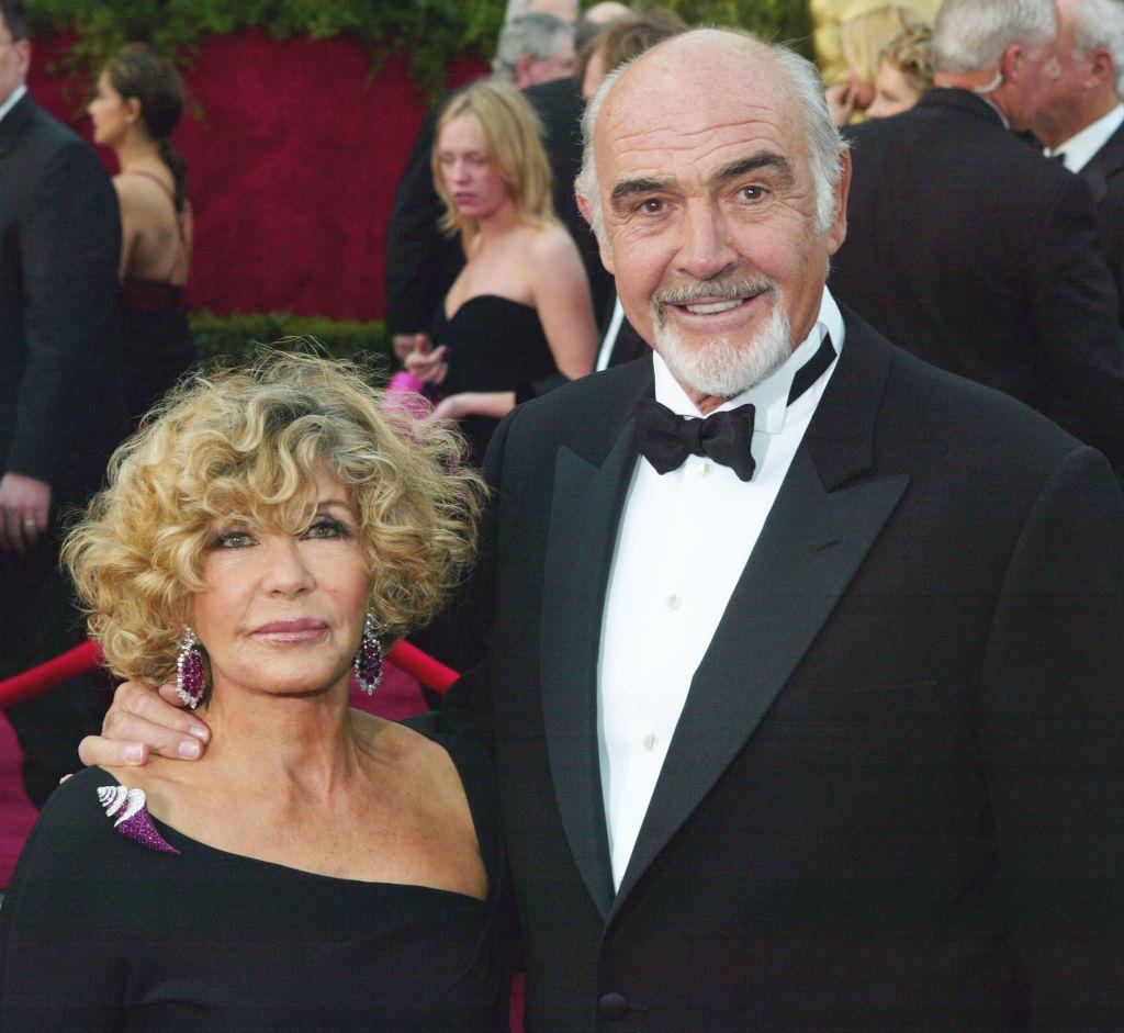 Văduva lui Sean Connery riscă închisoarea și 23,4 milioane de euro amendă. Ce acuzații i se aduc