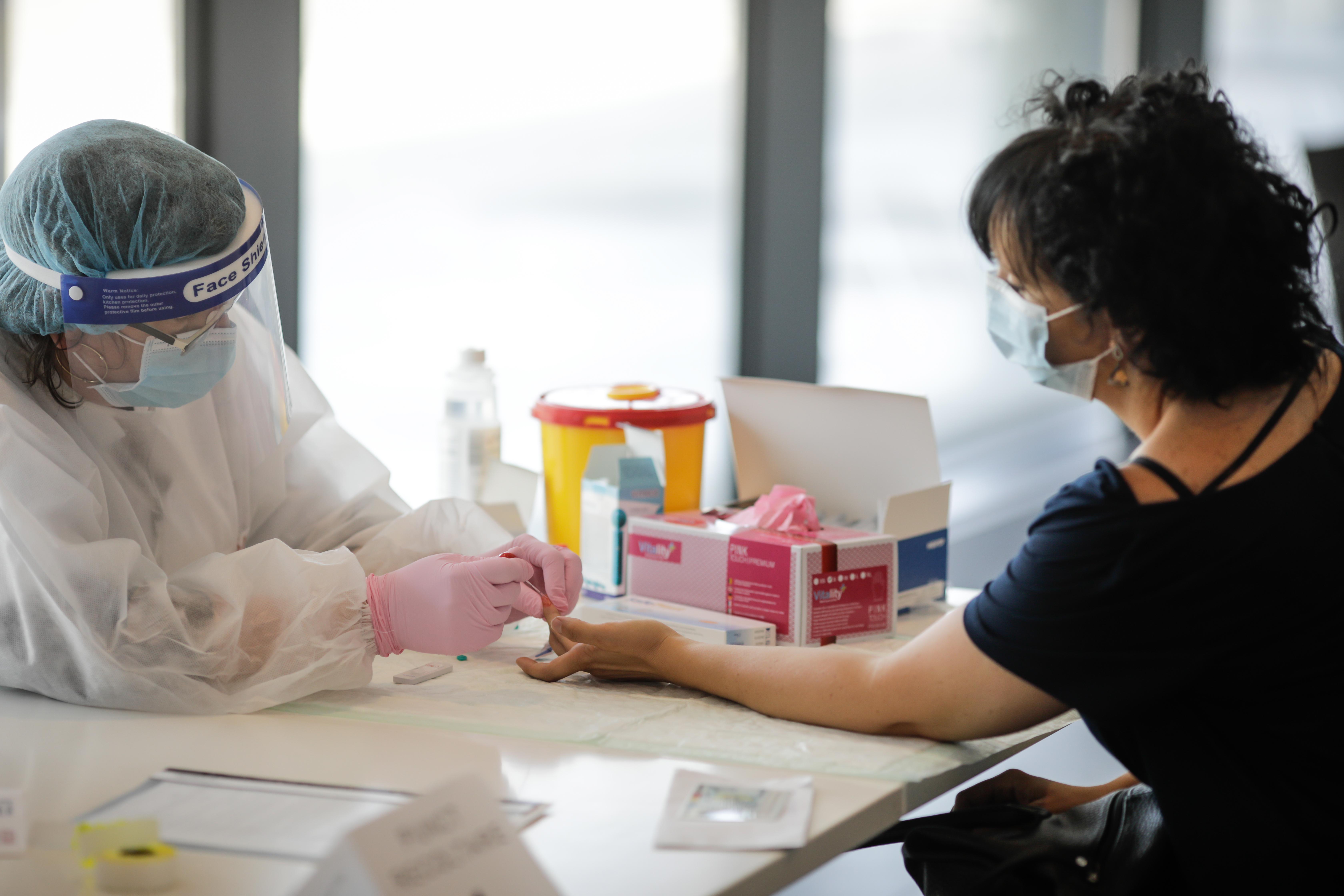 Experți: Preţul imunităţii naturale de grup ar fi creşterea numărului morţilor de cel puţin 4 ori