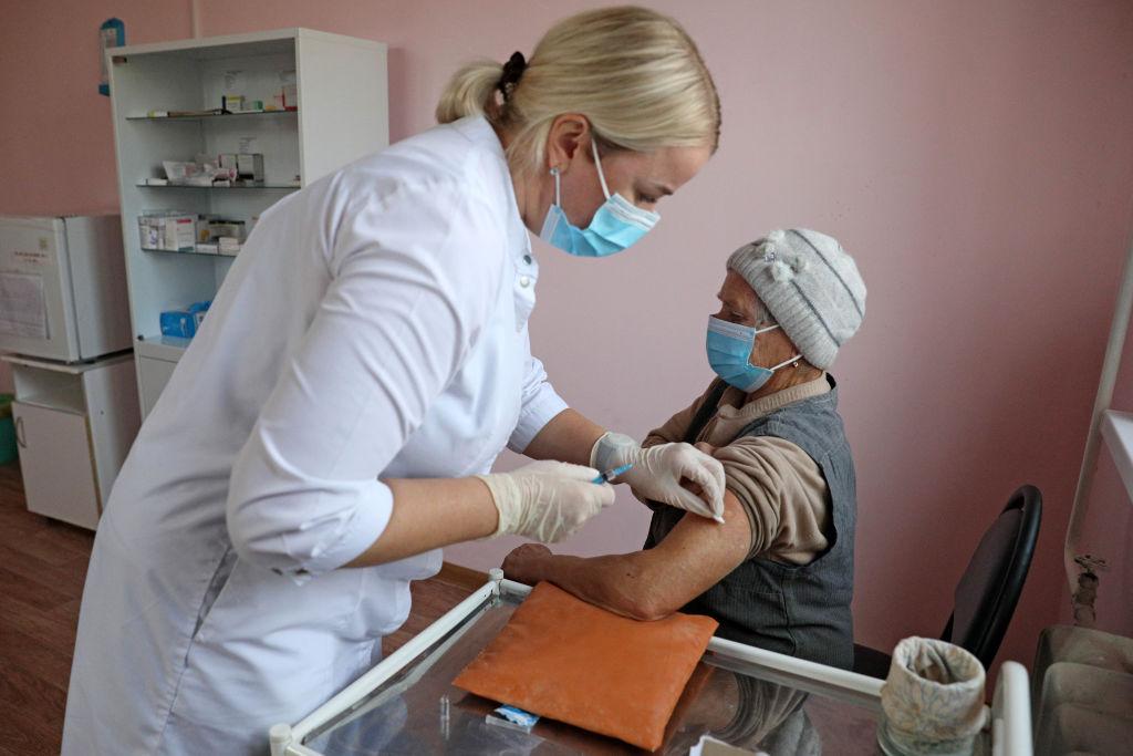 Vladimir Putin a declarat că toate vaccinurile rusești împotriva Covid-19 sunt eficiente