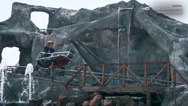 O familie din SUA a construit un rollercoaster în curte. Cum arată și cât a durat proiectul