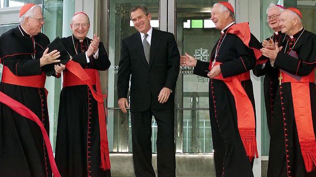 Raport intern al Vaticanului, desecretizat. Trei papi ar fi ascuns abuzurile sexuale ale unui cardinal