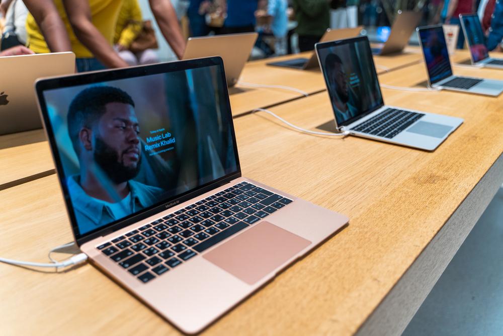 Apple și-a lansat propriul chip pentru laptopuri. Ce înseamnă asta pentru companie
