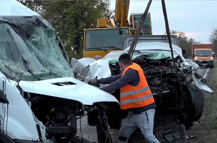 Impact violent pe DN 1B, între Buzău și Ploiești. Doi șoferi au murit pe loc după ce unul dintre ei a intrat pe contrasens