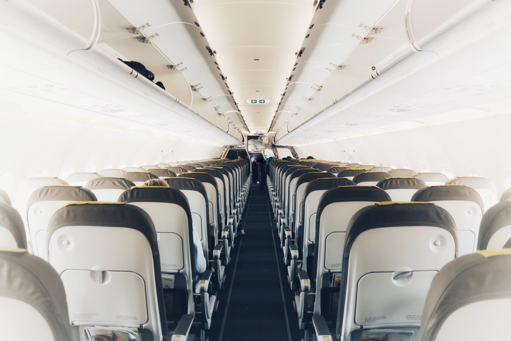 Black Friday 2020 bilete de avion. Reduceri uriașe la zboruri şi vouchere