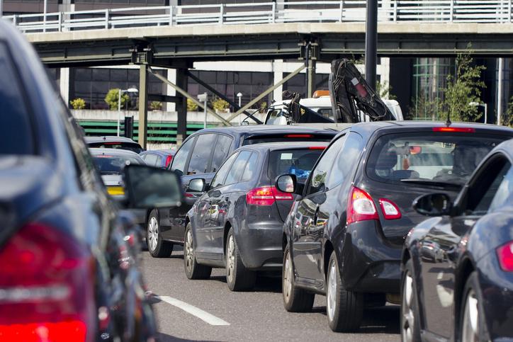 Proiect UDMR pentru simplificarea regulilor pentru şoferi: Înmatricularea şi înregistrarea vehiculelor, într-o singură zi
