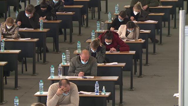 Un student din Suceava și-a pus cuțitul la gât și a amenințat că se sinucide în timpul unui examen