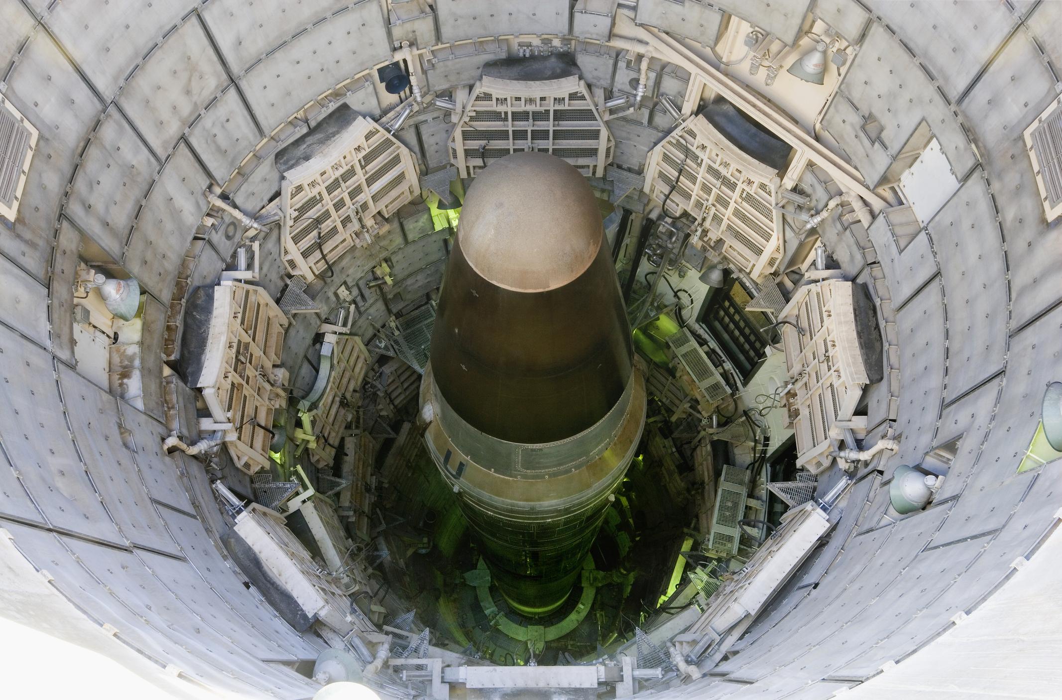 Arabia Saudită nu exclude înarmarea nucleară din cauza Iranului