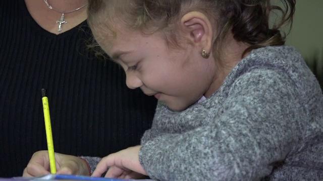 """Ana, o fetiță de numai 8 ani, are nevoie de ajutorul nostru pentru a trăi. """"Vreau să mă fac bine"""""""