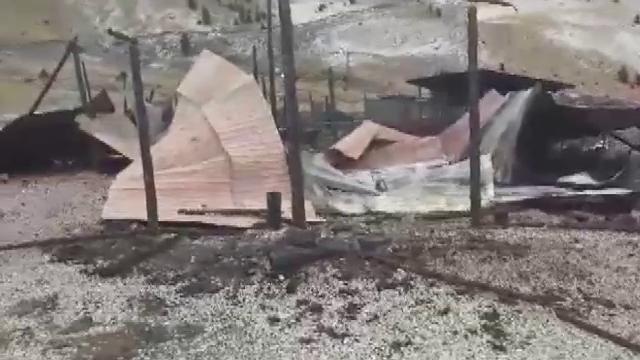 """A ars stâna de pe Transalpina. Ciobanii cred că focul a fost pus intenționat: """"Imagini ca după sfârșitul lumii"""""""