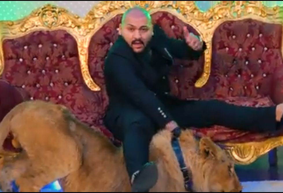 Percheziții acasă la Dani Mocanu, după scandalul leului din videoclip