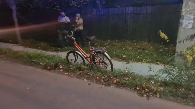Biciclist lovit în plin de o dubă, în Dâmbovița. Ce s-a întâmplat