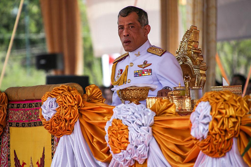 Regele Thailandei ar putea fi expulzat din Germania dacă își guvernează țara din vila sa bavareză