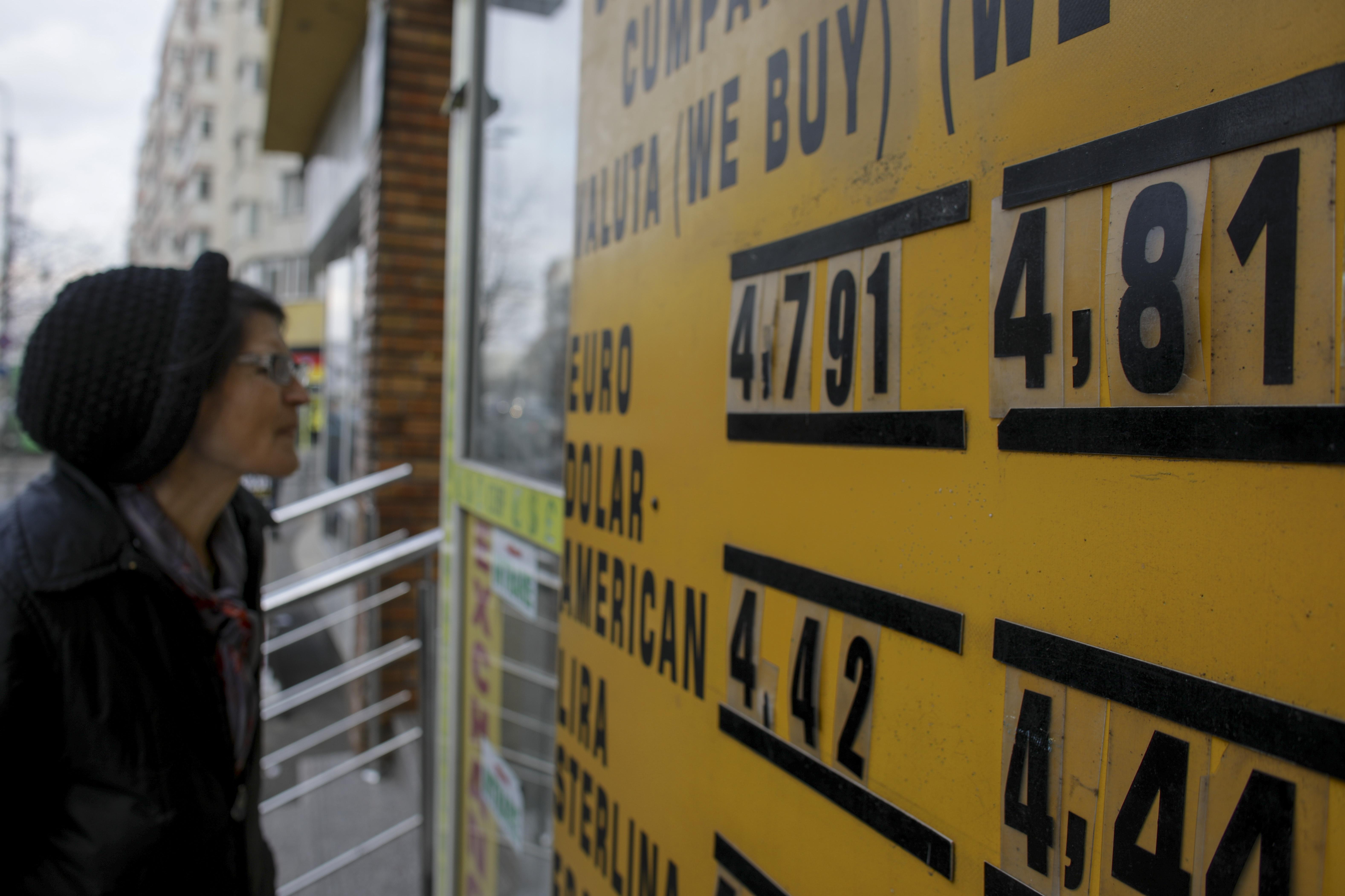 Indicatorul de Încredere Macroeconomică al CFA a scăzut în octombrie cu 2,3 puncte. Euro va trece de 5 lei