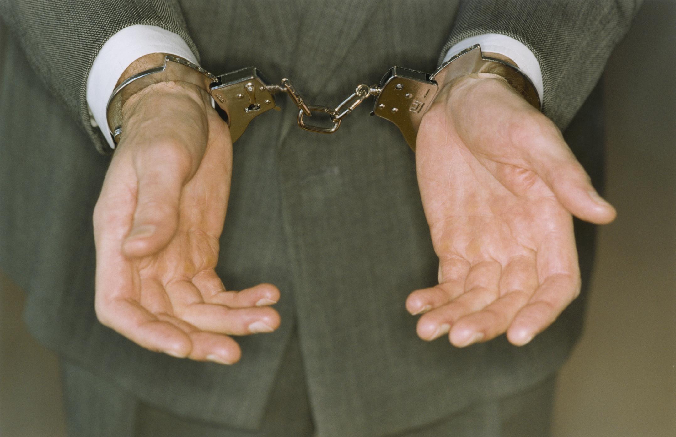 Un bărbat de 66 de ani, acuzat că a violat în repetate rânduri o fată de 15 ani, cu handicap