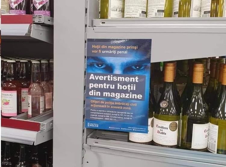 """Mesajul revoltător, în limba română, afișat într-un hypermarket din Londra. """"Avertisment pentru hoții din magazine"""""""