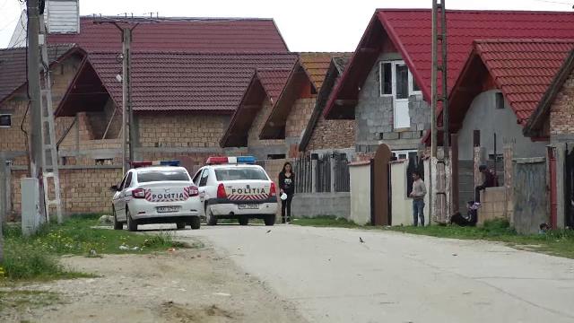 Polițiști sechestrați de 20 de persoane pe terasa unui din Suceava. Trei persoane au fost trimise în judecată
