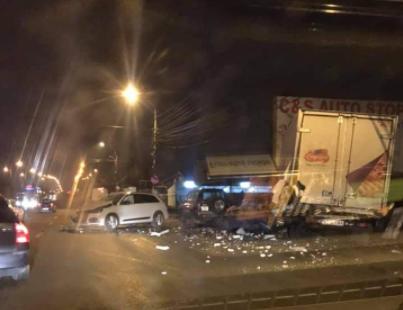 O tânără a pierdut controlul volanului și a distrus 4 mașini, în Timișoara