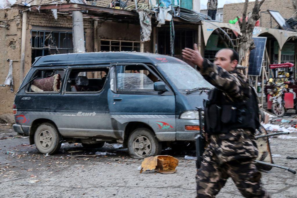 Atac sângeros în Afghanistan. Cel puţin 14 morţi în urma exploziei a două bombe