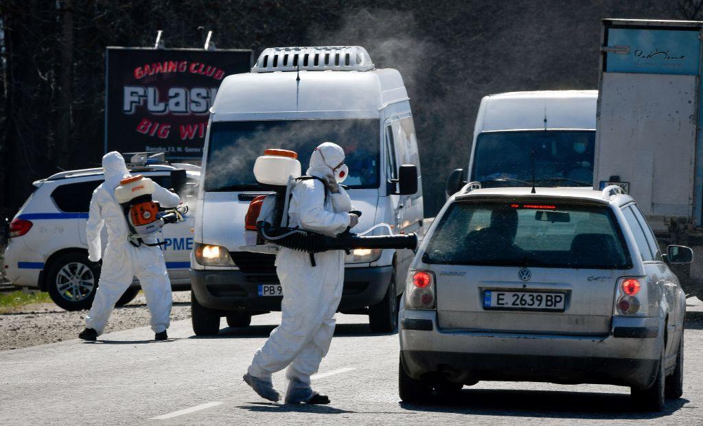 Studiu: 40% dintre bulgari cred că SARS-CoV-2 este o armă biologică