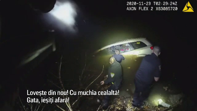 Cum a fost salvată o femeie care a căzut cu mașina într-un râu aproape înghețat