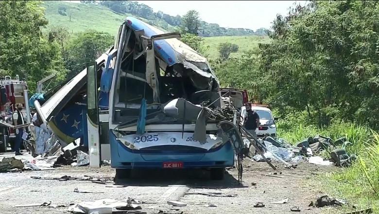 """Accident rutier cu zeci de morți în Brazilia. """"Erau corpuri peste tot"""""""